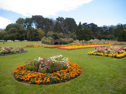 Floral_gardens_outside_the_Conservatory_of_Flowers