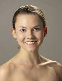 SBDT Headshots_19-12-05_2B6A9606_rt.jpg