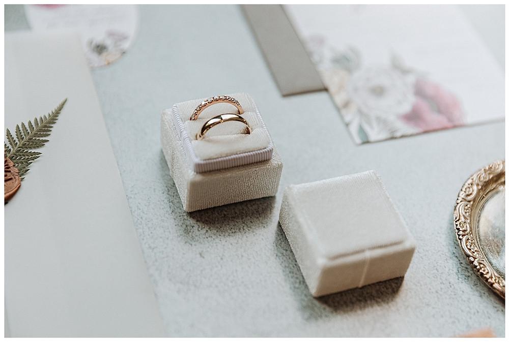 Wedding Ring White Velvet Ring Box Details