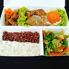 Brown rice,with tempe and vegetable variance