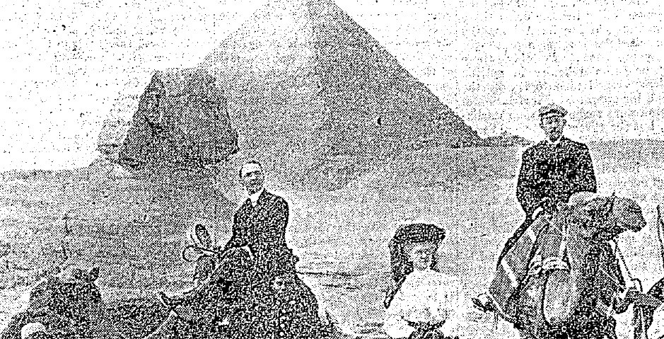 Arthur Brewe (right) and his patients in Egypt 1912