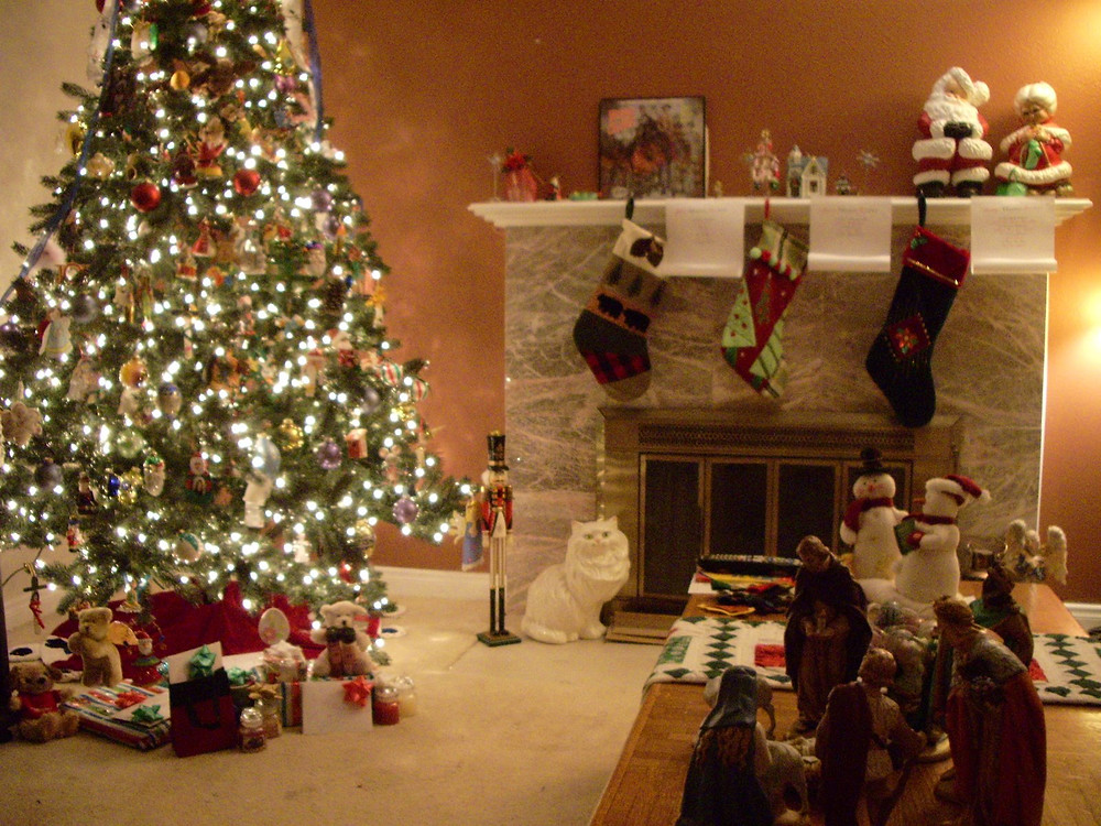 classic-christmas-decoration-living-room.jpg