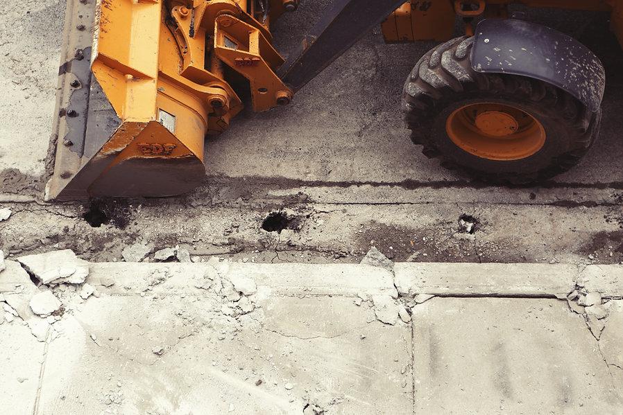 cantiere-mezzo-ruspa-cemento
