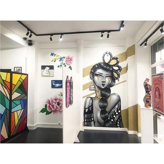 Visuel des mur de la galerie investis par les artistes