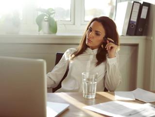 Trabalhar no fim de semana: entenda por que faz mal e saiba como evitar!