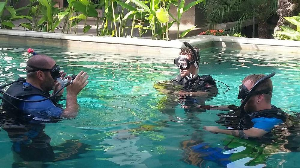 Cours en piscine après la théorie