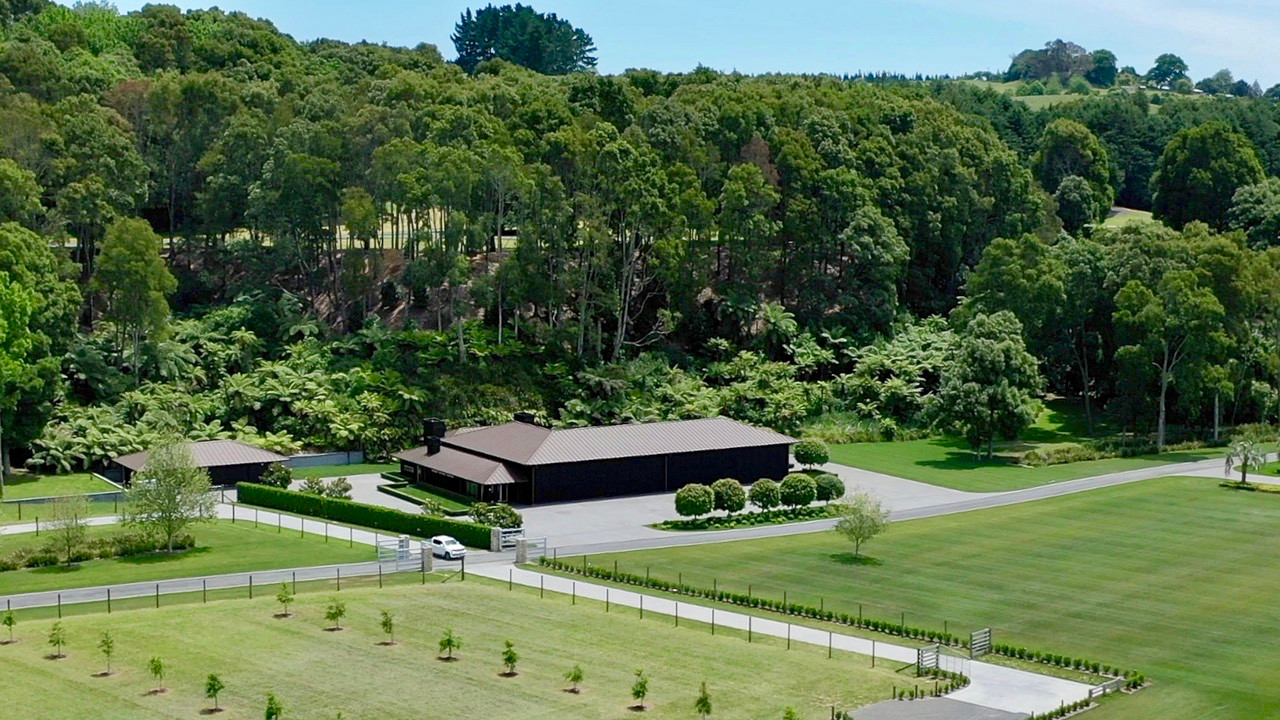 Takapoto Estate Equestrian