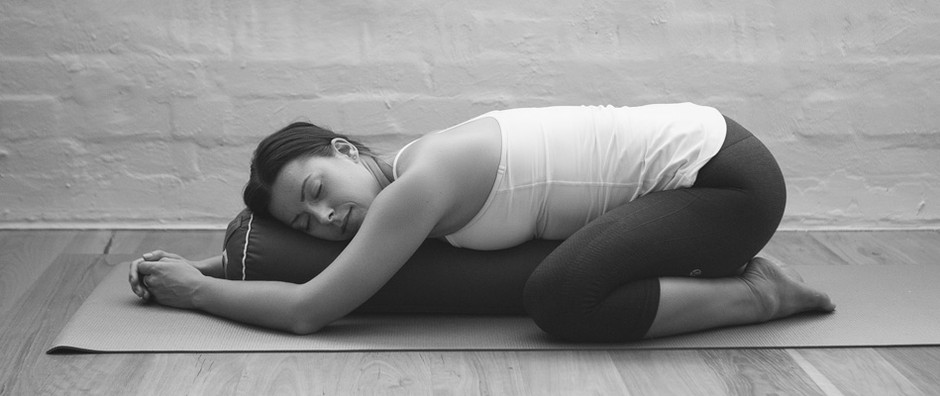 Yin yoga. Restorative yoga. What is the Difference?