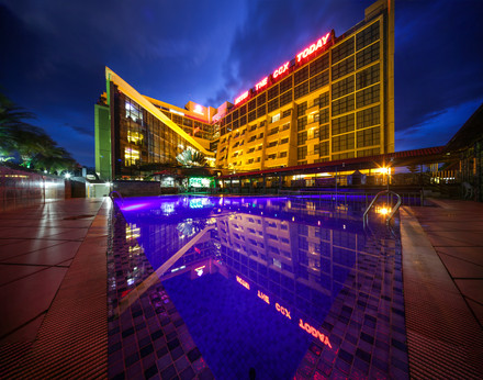 swimming pool grand view, hotel the cox today