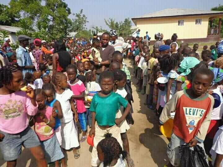 Helfen Sie den Dorfkindern