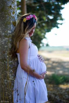 צילומי הריון לבן ופרחים