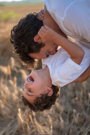 צילומי משפחות בטבע הורים וילדים