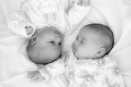 צילומי תינוקות תאומיים