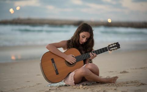 צילומי בת מצווה גיטרה