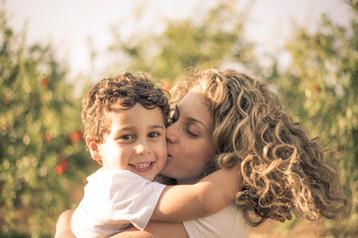 צילומי משפחות בטבע אמא ובן