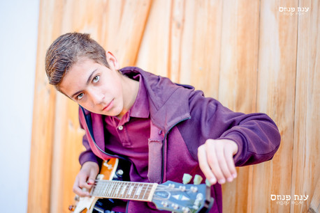 צילומי בר מצווה עם גיטרה