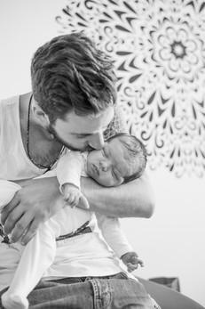 צילומים במסגרת בייתית אבא ותינוק