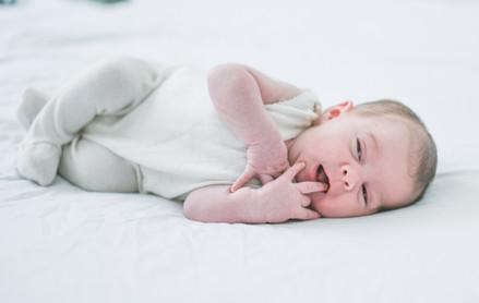 צילומי תינוקות בלבן