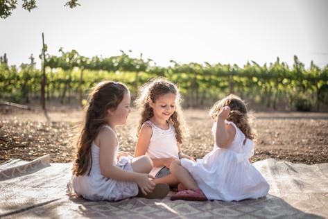 צילומי משפחות בטבע אחיות