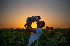 צילומי משפחות בטבע הורה וילד