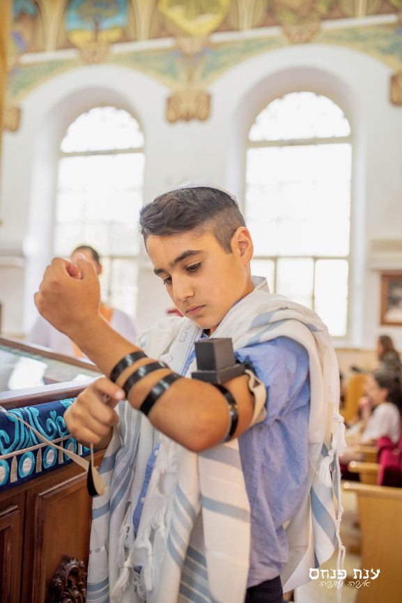 צילומי בר מצווה ילד ותפילין