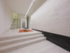 Travertine floors and wall finishes
