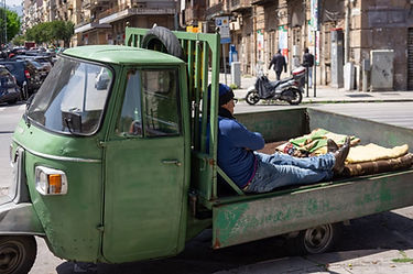 ape-piaggio-italie-900x598.jpg