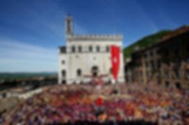 gubbio-piazza.jpg