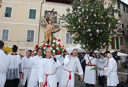 La-processione-di-San-Sebastiano-accende