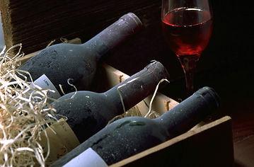 Beautiful-Italian-wines-resting-in-the-c