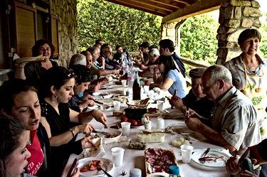 un-repas-de-famille-en-sardaigne-0_940x7