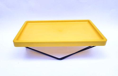 Bandeja amarela com suporte