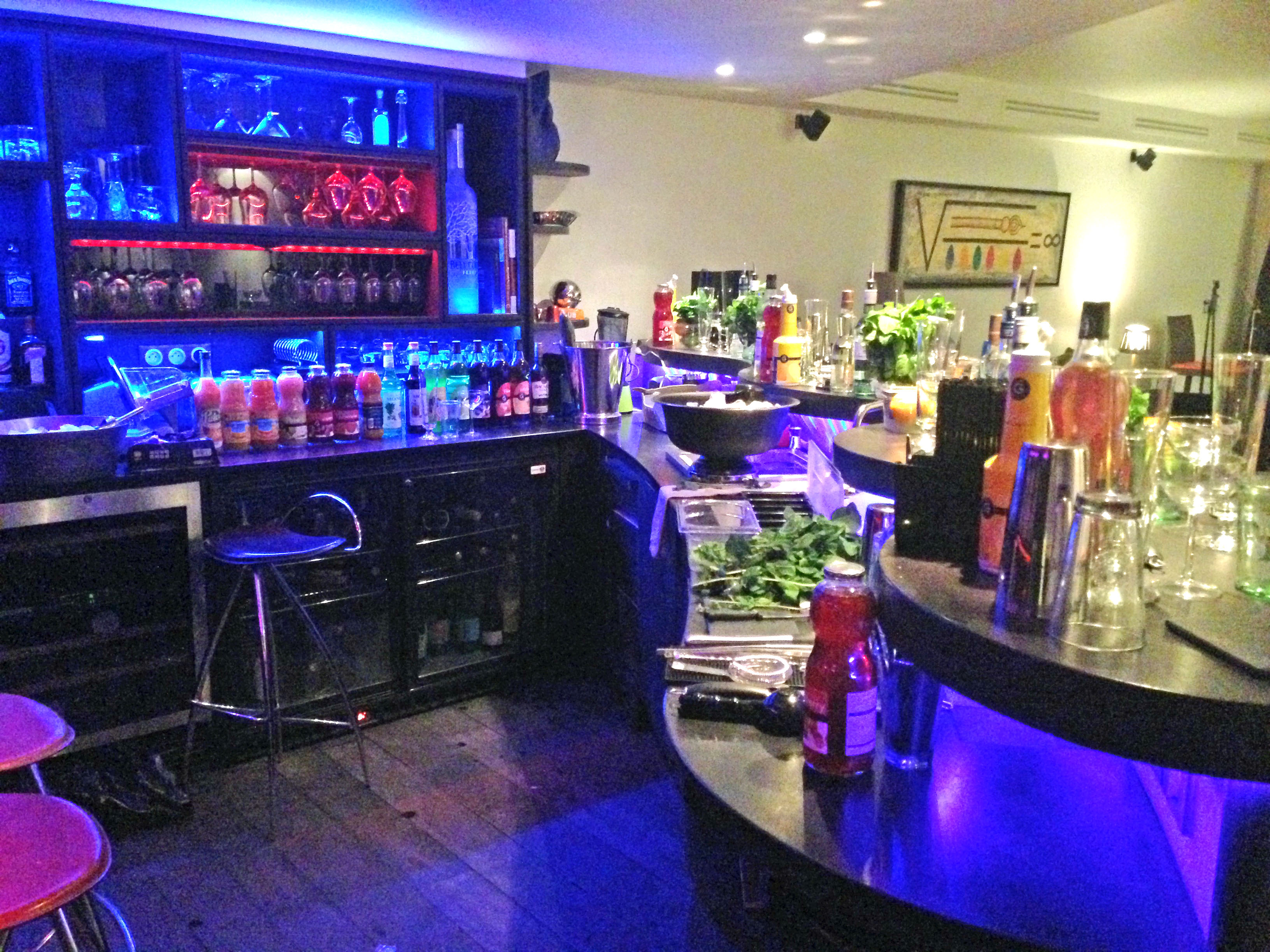 Atelier, cocktails, barman