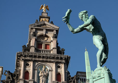 Antwerpen Brabo statue and Town Hall