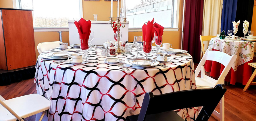 Table Linen with Napkins and settings