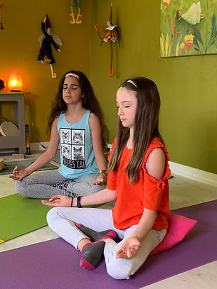 ados-en-meditation-poussedeyogi-besançon