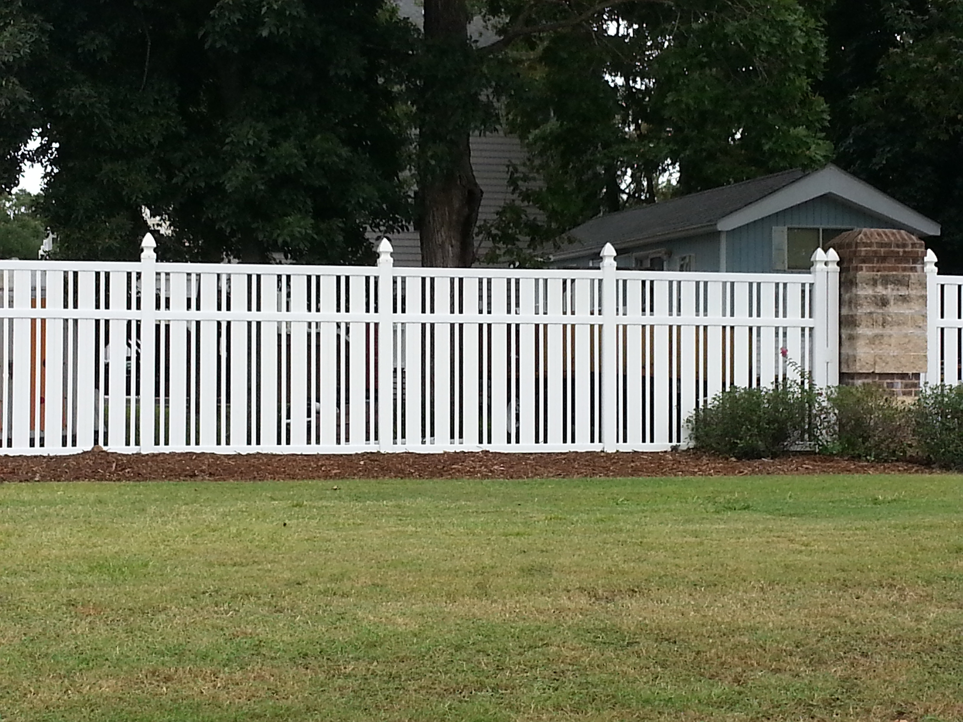 quality vinyl straight picket fencing