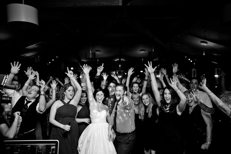 wedding recepting large group shot at Kemper Lakes Golf Club