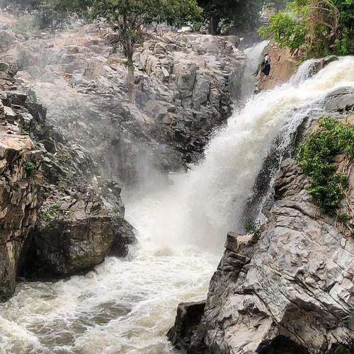 Hogenakkal Water Falls, Yercaud, Karnataka