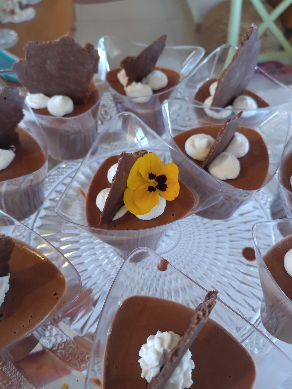 כוסות מוס שוקולד טבעוני רואו עם קצפת קוקוס