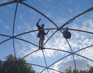 Silence acrobat 2.jpg