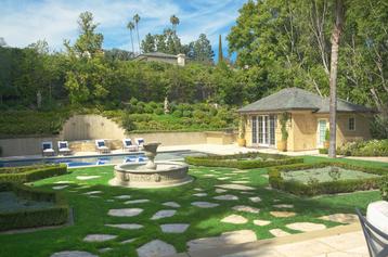 Pool-House-Back-Yard.png