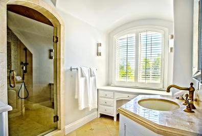 Upstairs-Bedroom-2-Bathroom.png