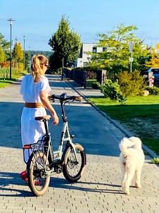 Erika und das iSY JUNGLE Sondermodell und Frieda - TWENTY iNCH FACTORY 2022.jpg
