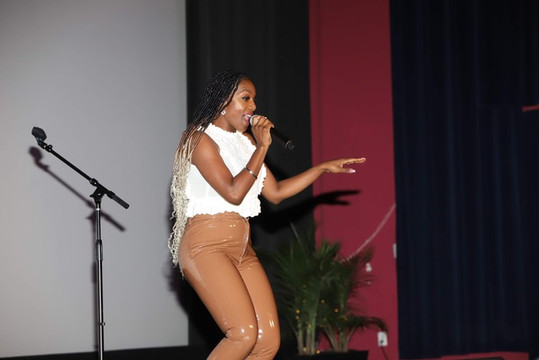 JoiStaRR performing CoCoa Butter