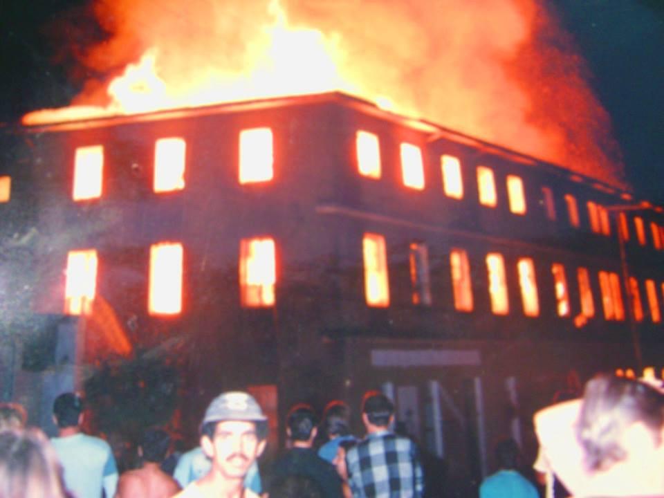 fachada no incêndio