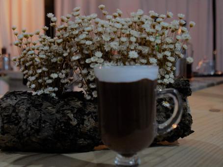 Chocolate quente com tiquinho de café