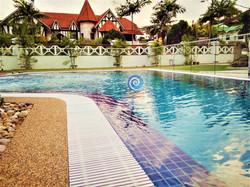 Overflow Swimming Pool