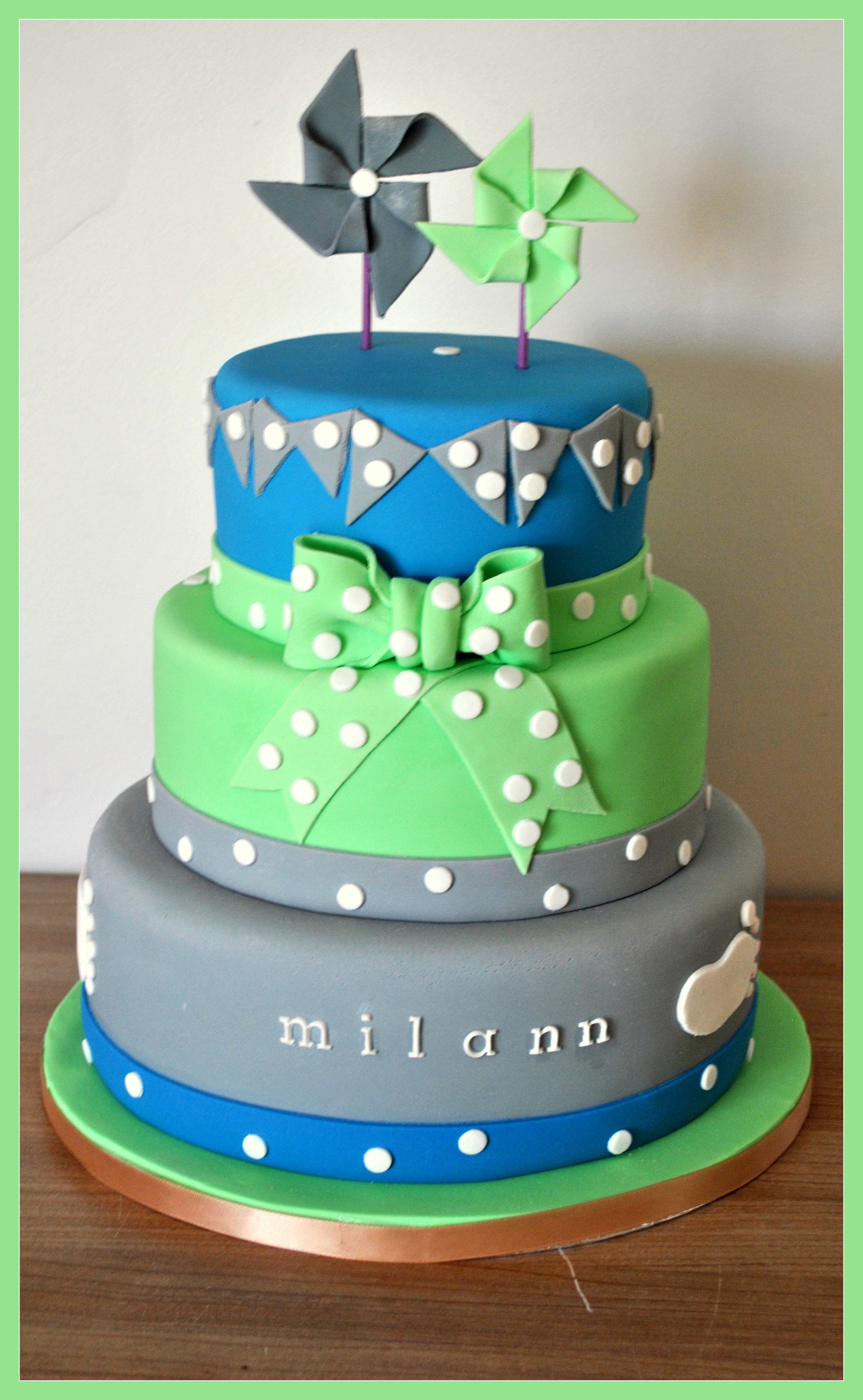 Gâteau moulins à vent vert et bleu