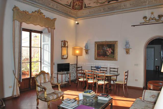 Apartment In Florence Albizi 17
